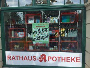 Ladenbau Apotheke Warenpräsenter Schaufenster