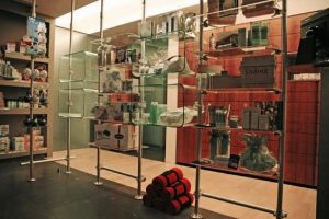 Ladenbau Apotheke Schaufenster Display Acrylglas
