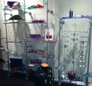 Ladenbau Augenoptiker Ladeneinrichtung mit Brillenhalterung
