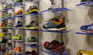 Ladenbau Regale Schuhpräsentation