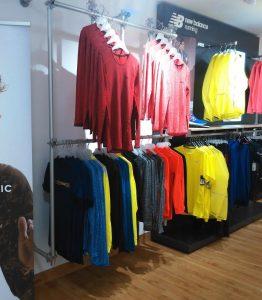 Ladenbau Textil Regalsystem Kleiderstangen