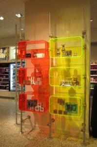 Ladeneinrichtung Acrylglas Wandinstallation