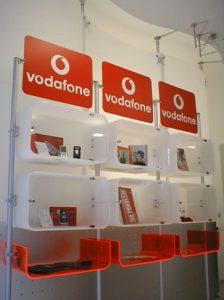Ladeneinrichtung Mobilfunk mit Logo Halterungen