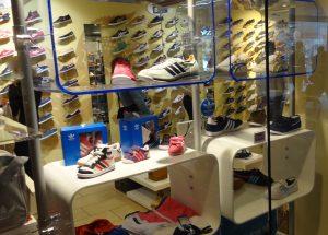 Ladeneinrichtung Schuhe Acrylglas blau