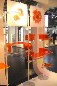Regalsystem Acrylglas mit Logo Halterung