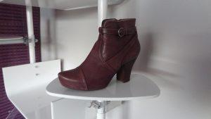 Schuhaufsteller Acrylglas Ladeneinrichtung weiss