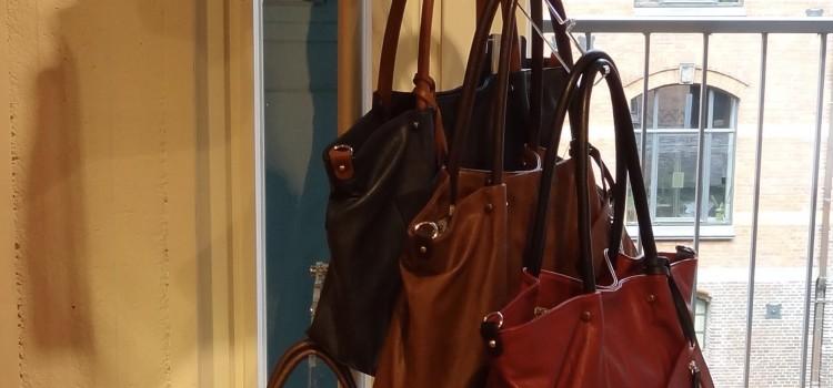 Taschenständer dreifach Acrylglas