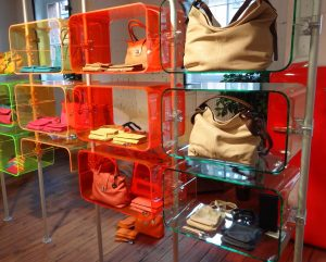 Ladenbau Taschen Ladeneinrichtung Acrylglas