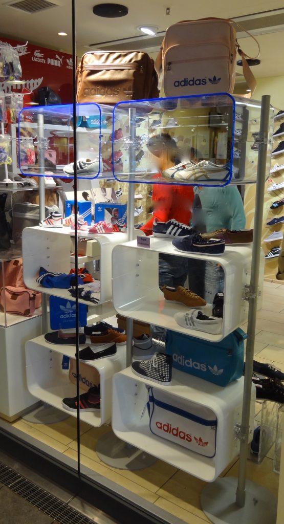 Mobiler Schuhpräsenter Schuhständer im Laden oder auf Messen einsetzen