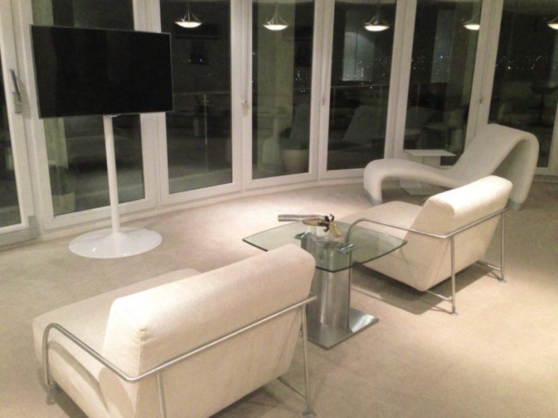 lcd tv st nder standfu elio ladeneinrichtungen. Black Bedroom Furniture Sets. Home Design Ideas