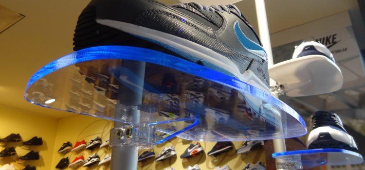 Schuhpräsenter für Ladeneinrichtung eines Schuhgeschäftes