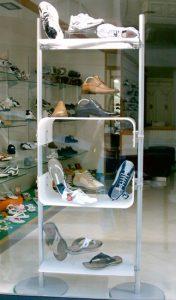 Mobiler Schuhpräsenter selbststehend als Ergängzung zur Ladeneinrichtung