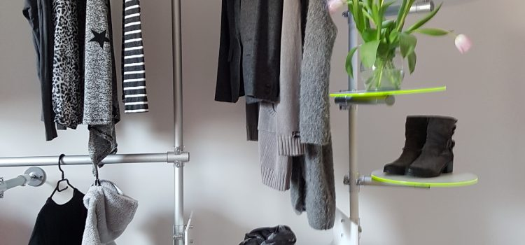 Garderobe Arztpraxis Praxiseinrichtung Acrylglas + Aluminium