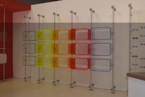 Ladeneinrichtung Kleidung bunt Acrylglas