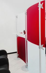 Trennwand Studio rot weiss gefrostet