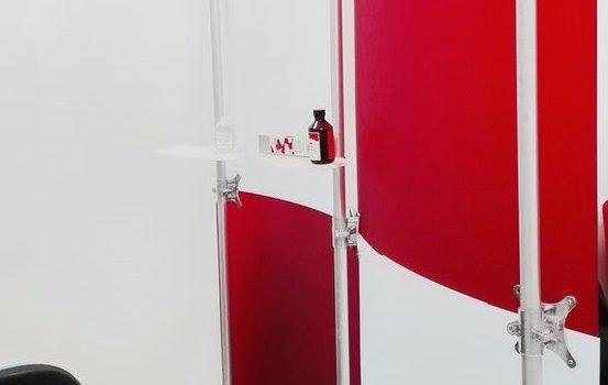 Trennwand Studio rot weiss gefrostet 2 x 2 m