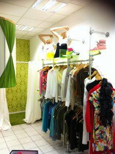 Regalsystem Kleidung Klederregal mit Kleiderstangen