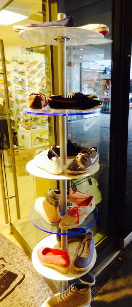 Schuhständer Einzelhandel mit Rundablagen höhenverstellbar