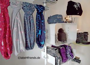 Ladeneinrichtung Mode + Textil // Warenpräsentation Taschen + Tücher