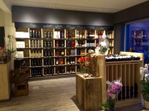 Ladenbau Regale Wein und Spirituosen Einzelhandel, Holzregale