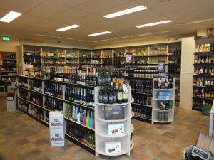 Ladenbau Regale Holz für Wein und Spirituosen Einzelhandel