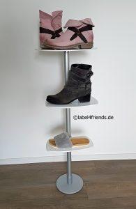 Schuhdisplay freistehend mit Acrylglas Schuhablagen individuell gestaltbar