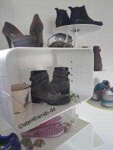 Schuhdisplay Ladeneinrichtung Schuhe Schuhpräsentation