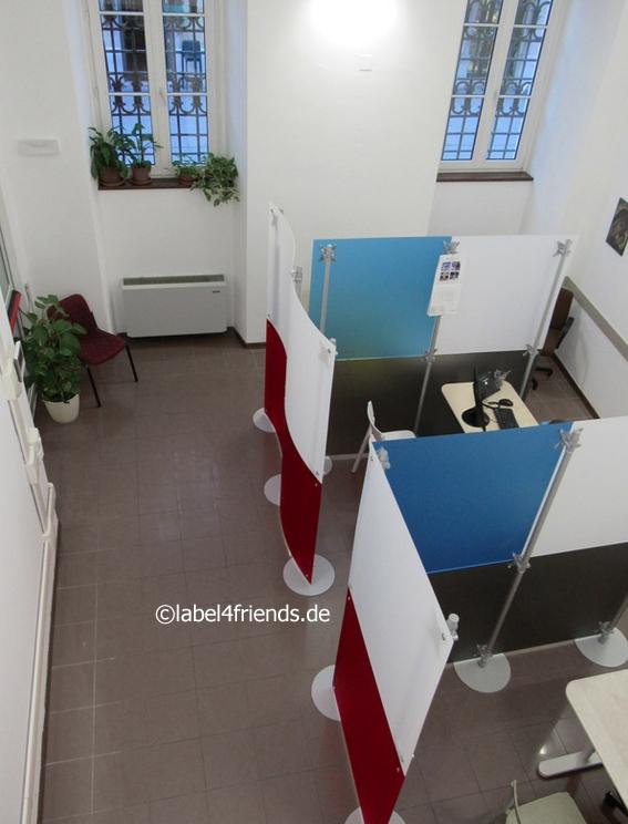 Mobile Trennwände als Raumteiler für Büros / Callcenter