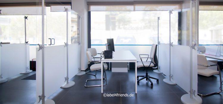 Hygiene Sichtschutz Trennwände als Raumteiler im Büro