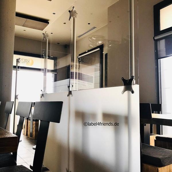 Freistehende Restaurant Trennwand als Hygieneschutz - Sichtschutz