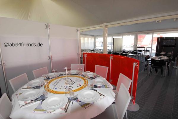 Trennwand Restaurant freistehend gebogen Hygieneschutzwand, Abschirmung Hotel, VIP Bereich